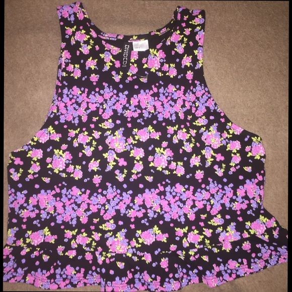 NWT H&M Crop Top NWOT H&M Crop Top. Has a flowery pattern. Size S. Has a ruffley thing on the bottom of the shirt. Is brand new but without the tag. Very cute for the summer! H&M Tops Crop Tops