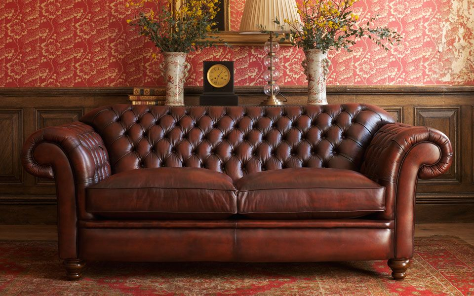 I love old style leather couches | Chesterfield sofa, Sofa ...