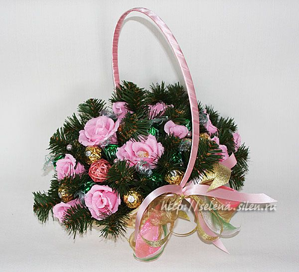 Цветы из конфет к новому году купить подарок мужчине автомобиль
