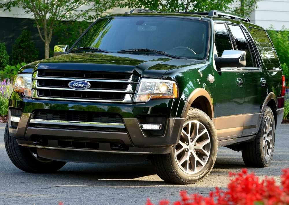 2017 Ford Expedition Green Color Front View Grille