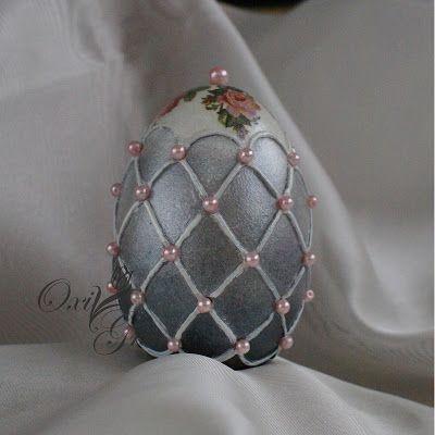 OxiGra: Pisanki Trojaczki could do this with a polystyrene ball