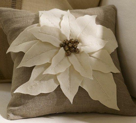Dress Up A Pillow With Felt Poinsettia Natal Feito 224