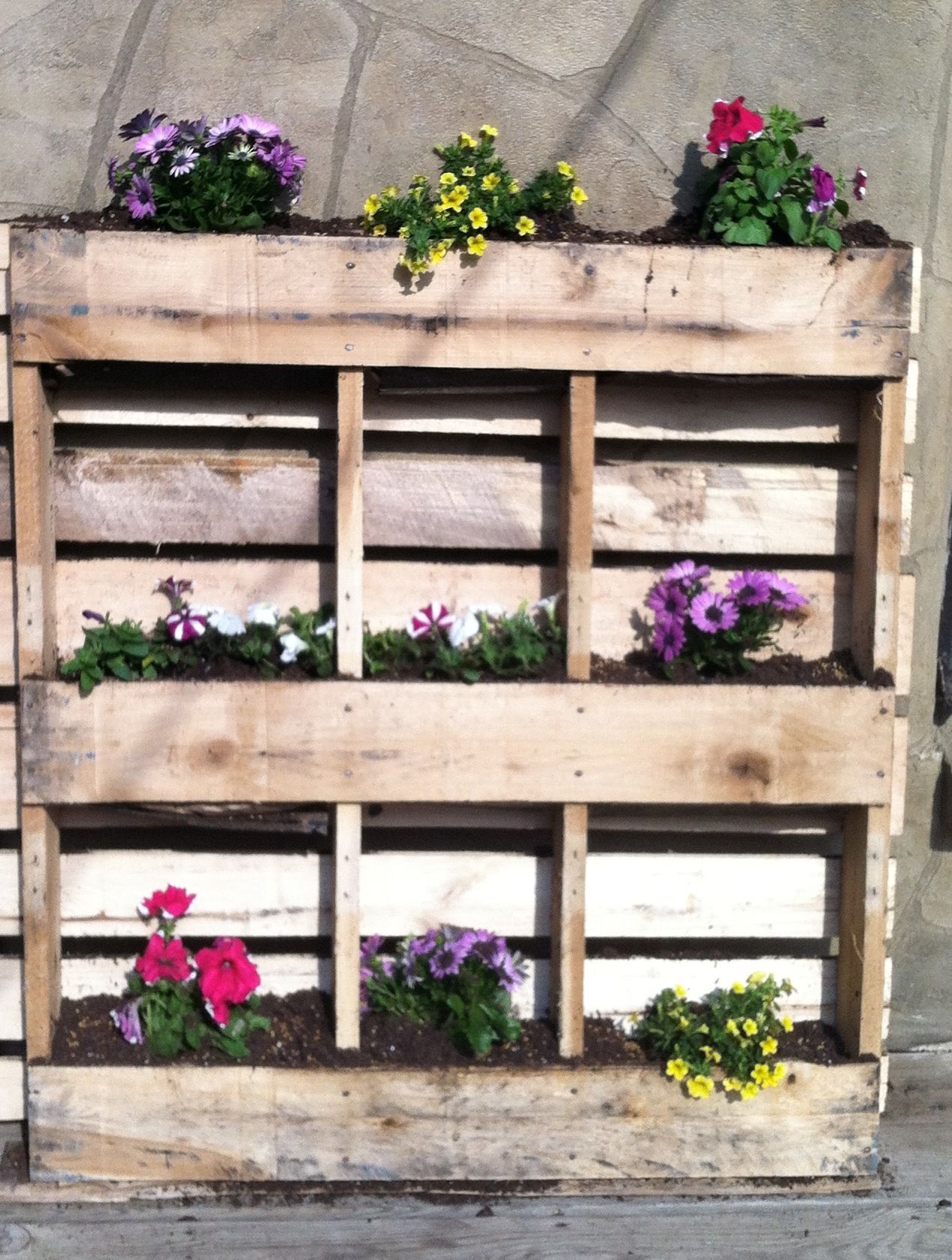 pallet flower box homey things pinterest. Black Bedroom Furniture Sets. Home Design Ideas