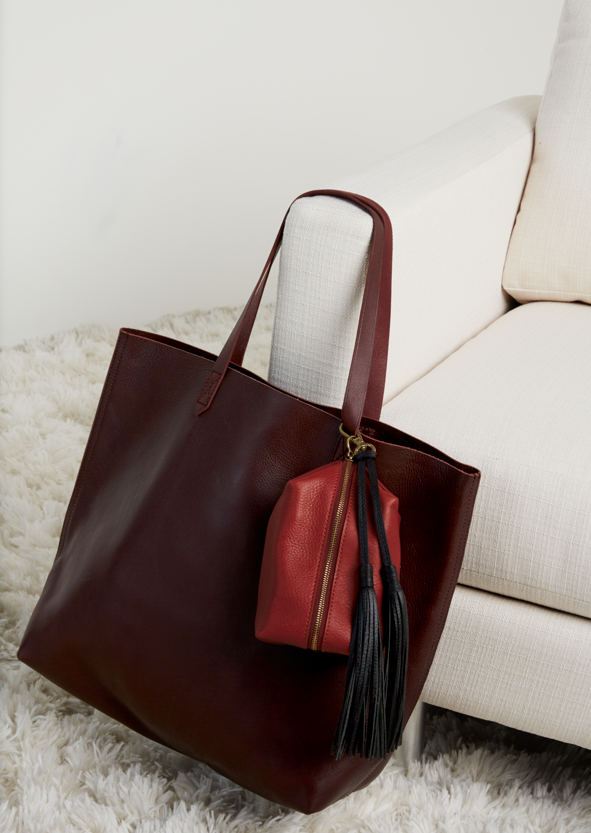 madewell transport tote in dark cabernet, leather travel bag + leather tassel. #totewell