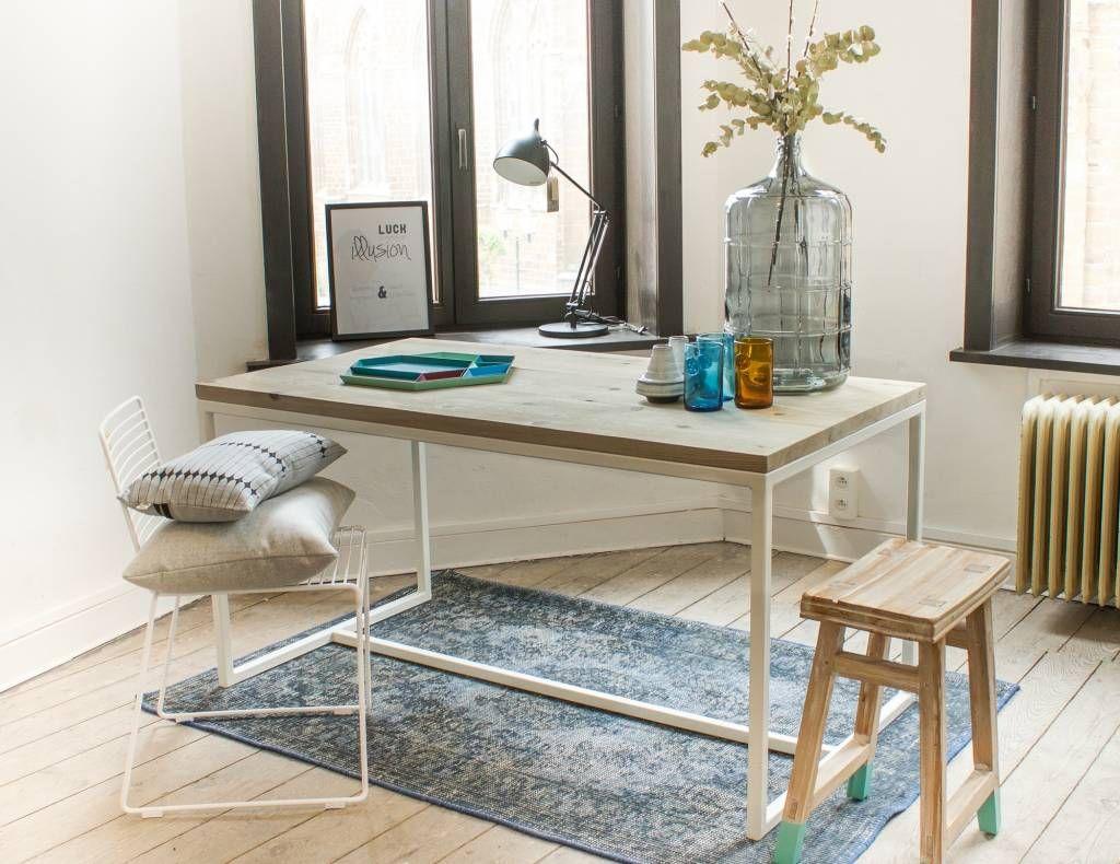 Tafel Stalen Frame : Oeverhouten tuintafel met stalen frame een stijlvolle tafel met