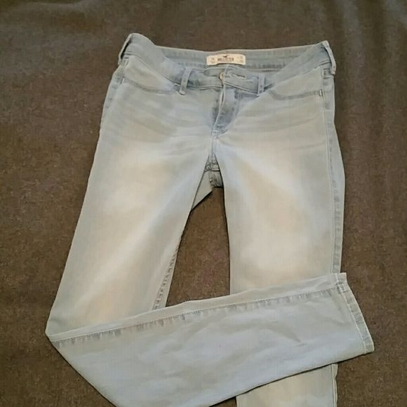 Hollister Jeggings ... tween outgrew in a month! Like new soft Hollister Jeggings size 3R waist 26 length 29 Hollister Jeans Skinny
