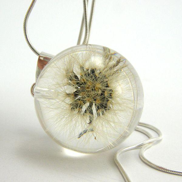 Dandelion+Resin+and+Silver+Necklace+van+Sylwia+Calus+op+DaWanda.com