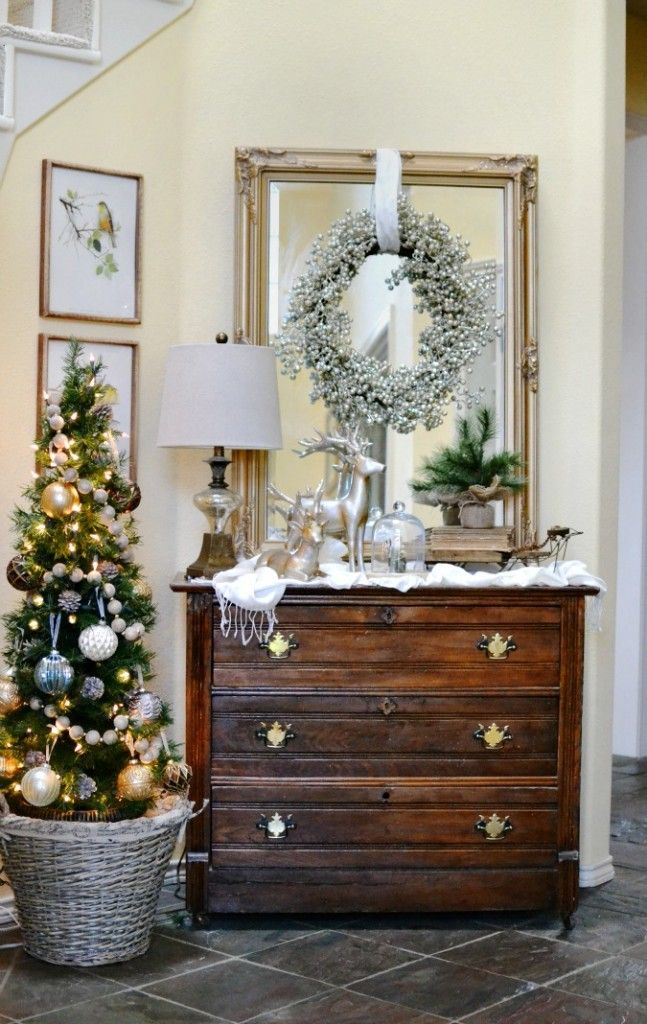 christmas entry with a touch of glam atthepicketfencecom - Christmas Decorating Ideas For Foyer