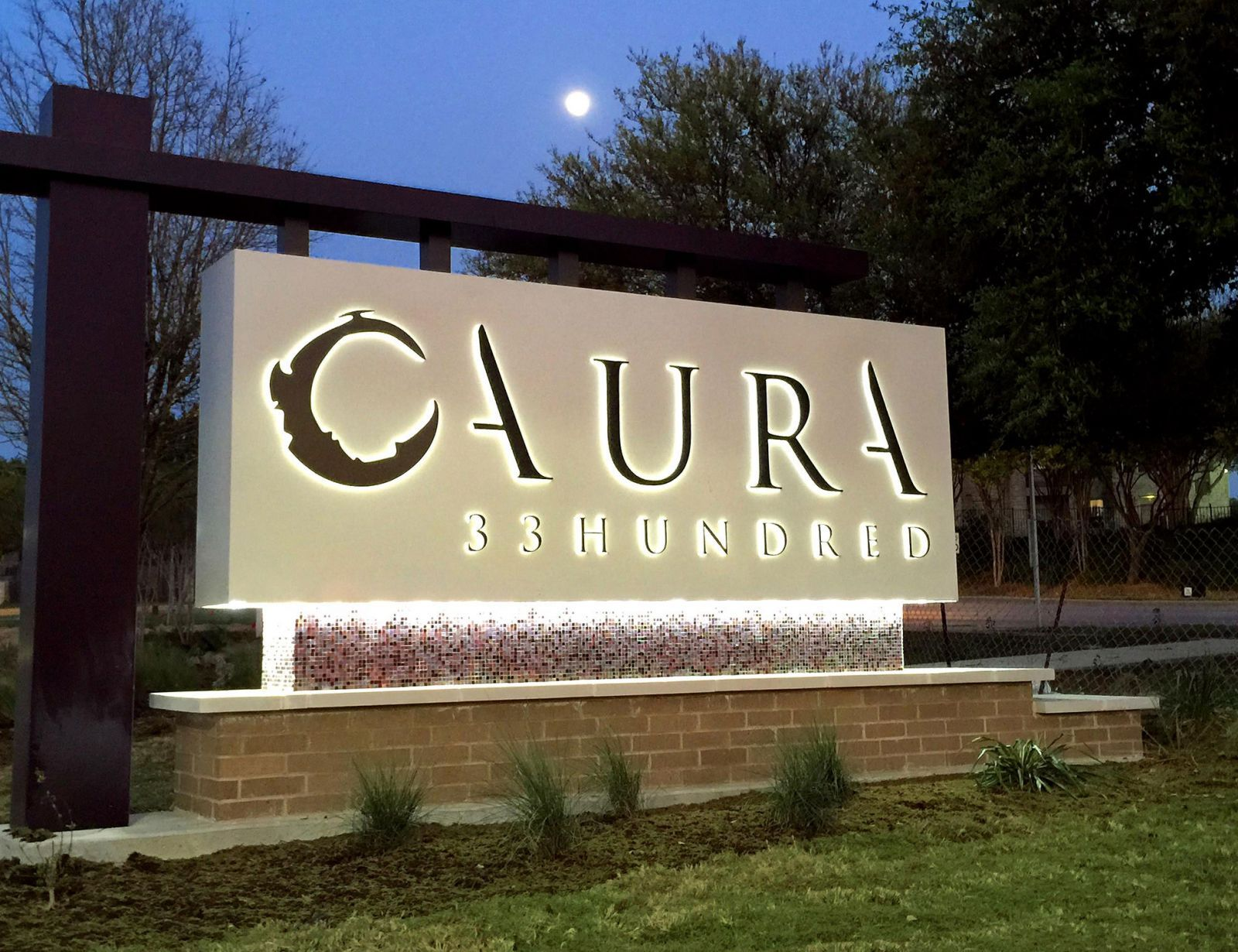Aura 33hundred Contemporary Monument With Images Illuminated