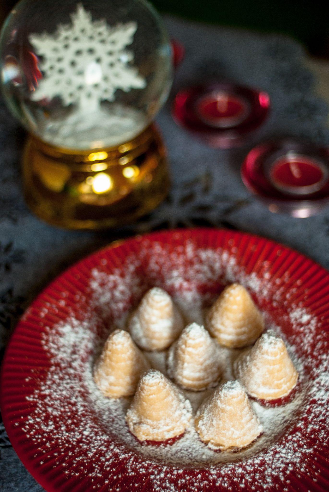 Ule Biszkoptowe Tradycyjne Ciasteczka Na Swieta Czlowiek Z Lyzka Food And Drink Health Cooking Food