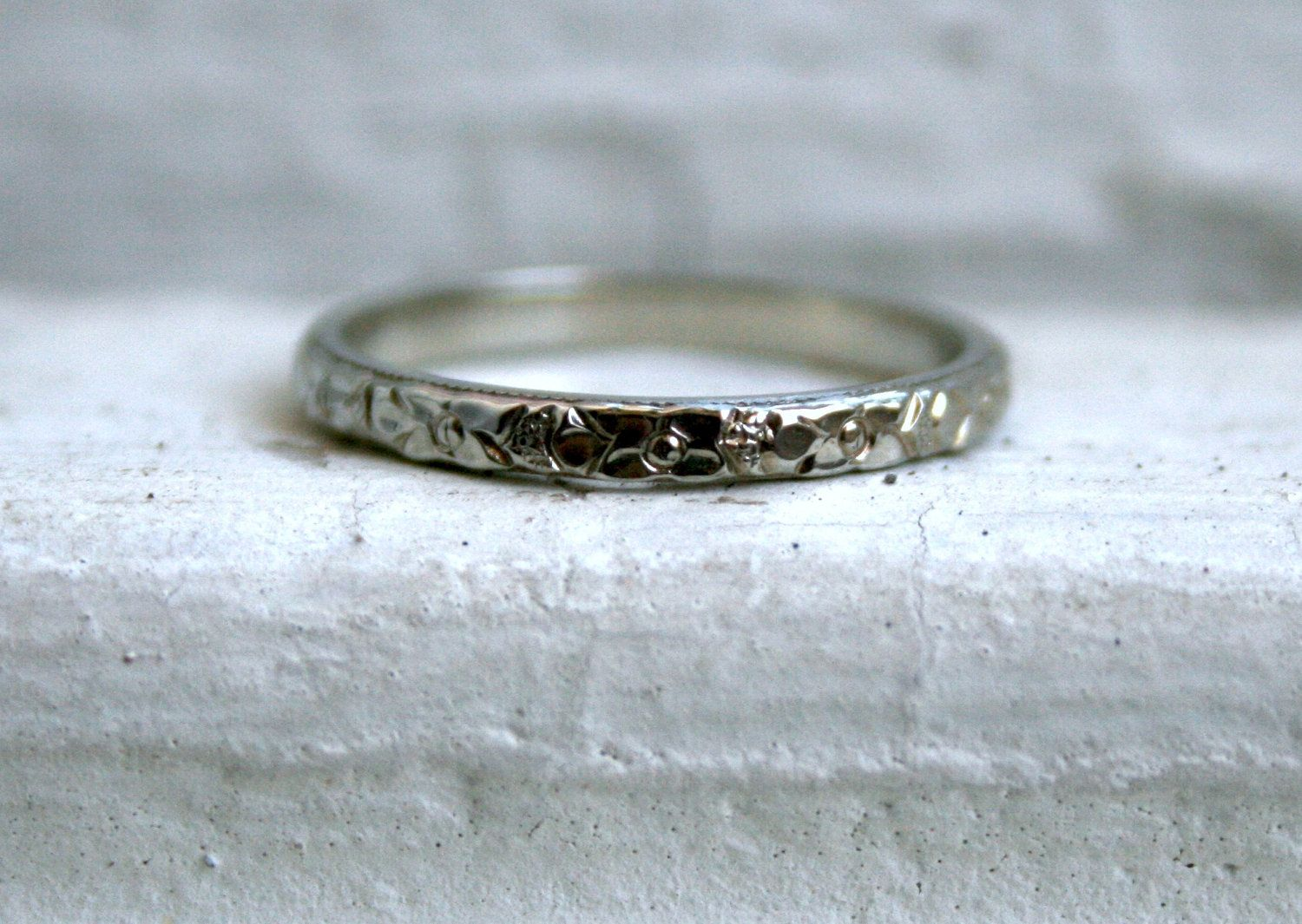 Antique Etched/Engraved 14K White Gold Wedding Band. 265