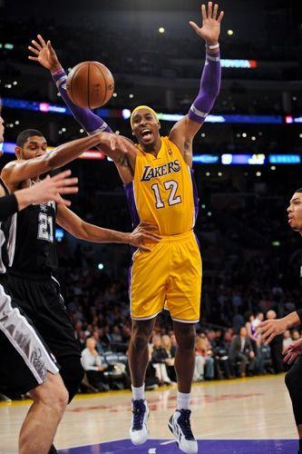 11 13 12 Lakers Vs Spurs Gallery Los Angeles Lakers Lakers Vs Lakers La Lakers