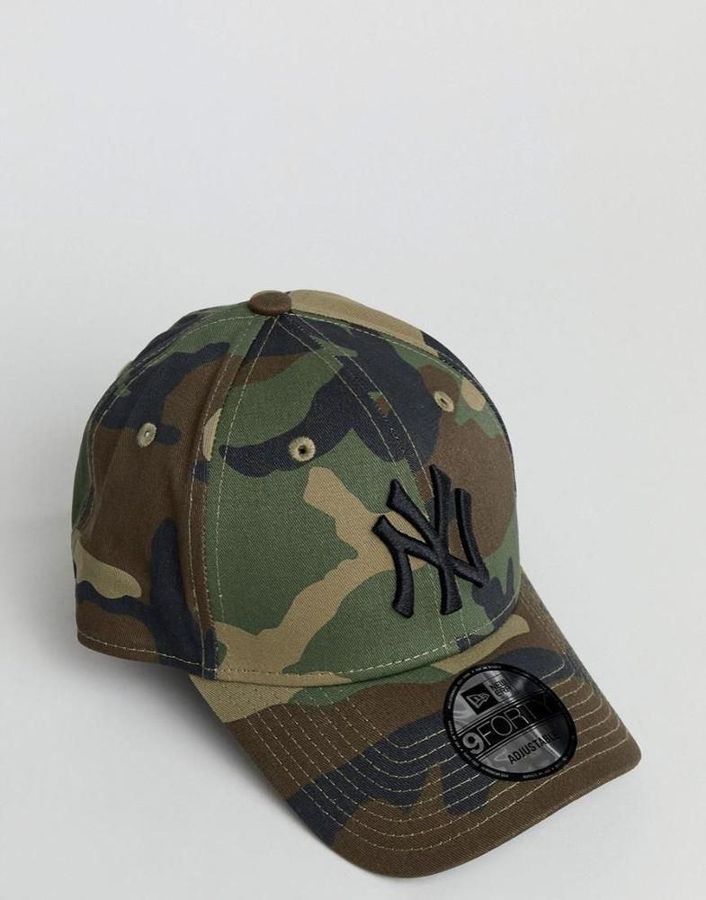 5854b94b51a Camo print. PRODUCT DETAILSCap by New Era. Paneled crown. Curved peak.  Adjustable strap.
