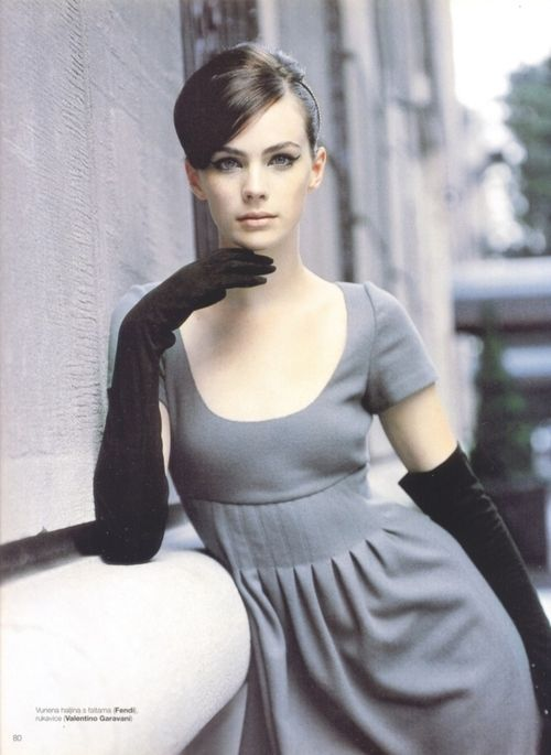 i love seeing women in gloves-it lifts the outfit to sophisticated in a blink...