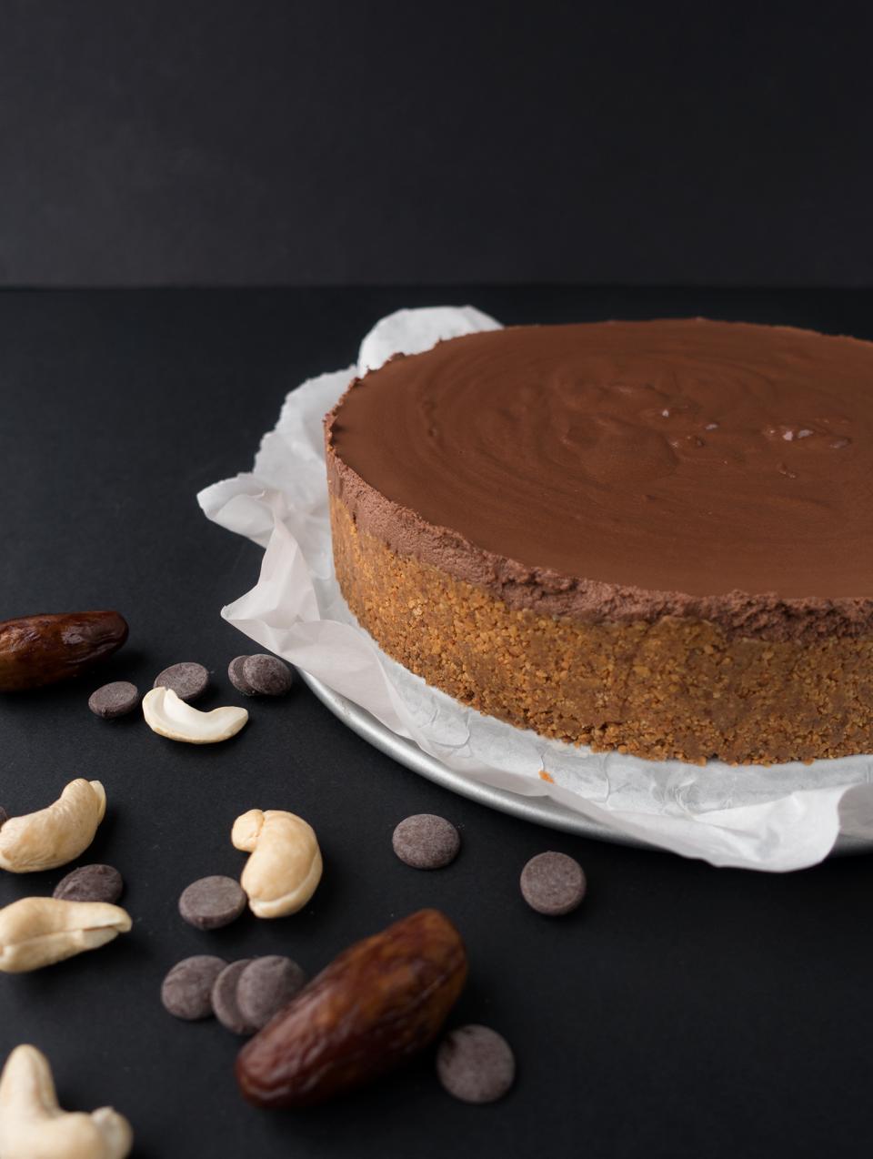 Découvrez notre recette de cheesecake vegan au chocolat. Sans sucre ajouté et sans cuisson mais avec beaucoup de goût, c'est un délice facile à réaliser !