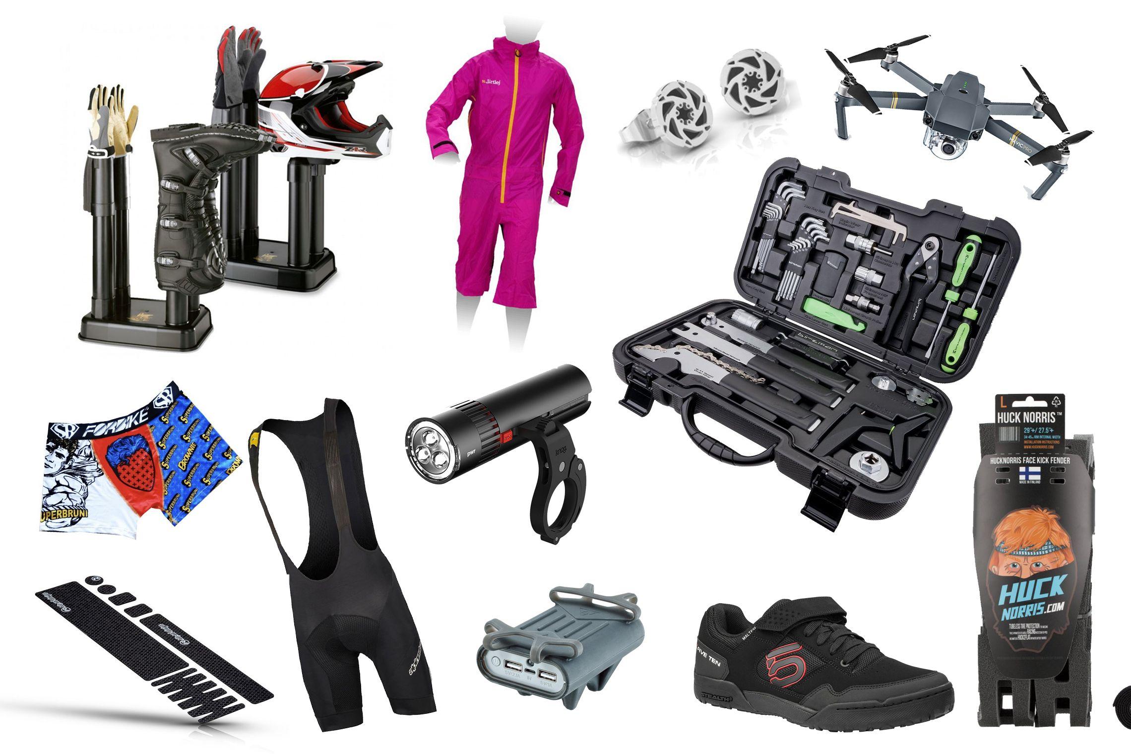 E-Bike Weihnachtsgeschenke gesucht? Wir haben da einige Tipps für euch - Draußen ist es kalt, das Wetter ist nass und wenn alles zusammenkommt, dann liegt auf den Trails auch noch Schnee. Zum Glück fällt in diese Jahreszeit Weihnachten! Zeit, sich wieder mit den coolsten Gadgets, die die E-Bikebranche zu bieten hat, einzudecken, damit man voll ausgerüstet in die Saison starten kann. In 4 Kategorien haben wir euch einige Geschenk-Tipps für E-Mountainbiker und -bikerinnen