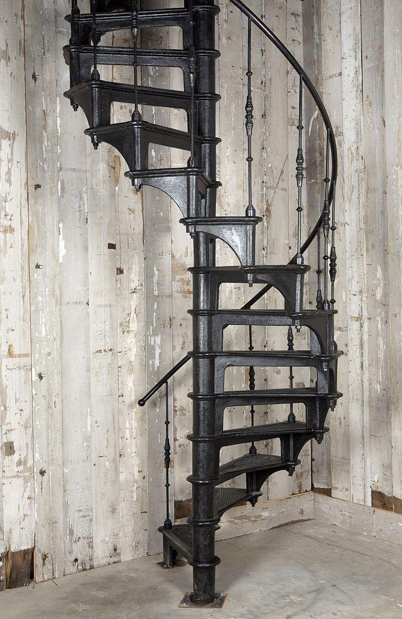 Iron Spiral Stairs Ijzeren Wenteltrap Www Oudebouwmaterialen Nl Escalier Industriel Escalier En Colimacon Escalier