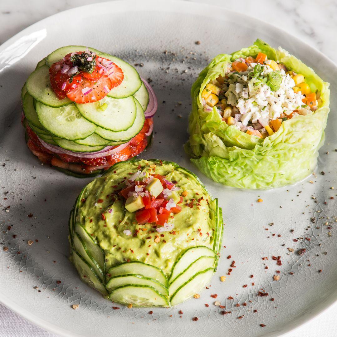 Gesunde Törtchen? Kannst du haben! Teig und Frosting tauschst du gegen Wirsingblätter, Gurke, Tomate, Mais und was dein Gemüsefach noch zu bieten hat.