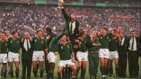 Kitch Christie Is Lifted High By His Players After South Africa Won The Rwc 1995 Final It Is One Of The Mos Rugby World Cup South Africa Rugby World Cup Teams
