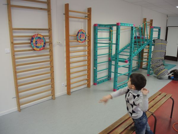 ecole maternelle sonia delaunay ateliers 39 lancer 39 en salle de jeu salle de jeu pinterest. Black Bedroom Furniture Sets. Home Design Ideas