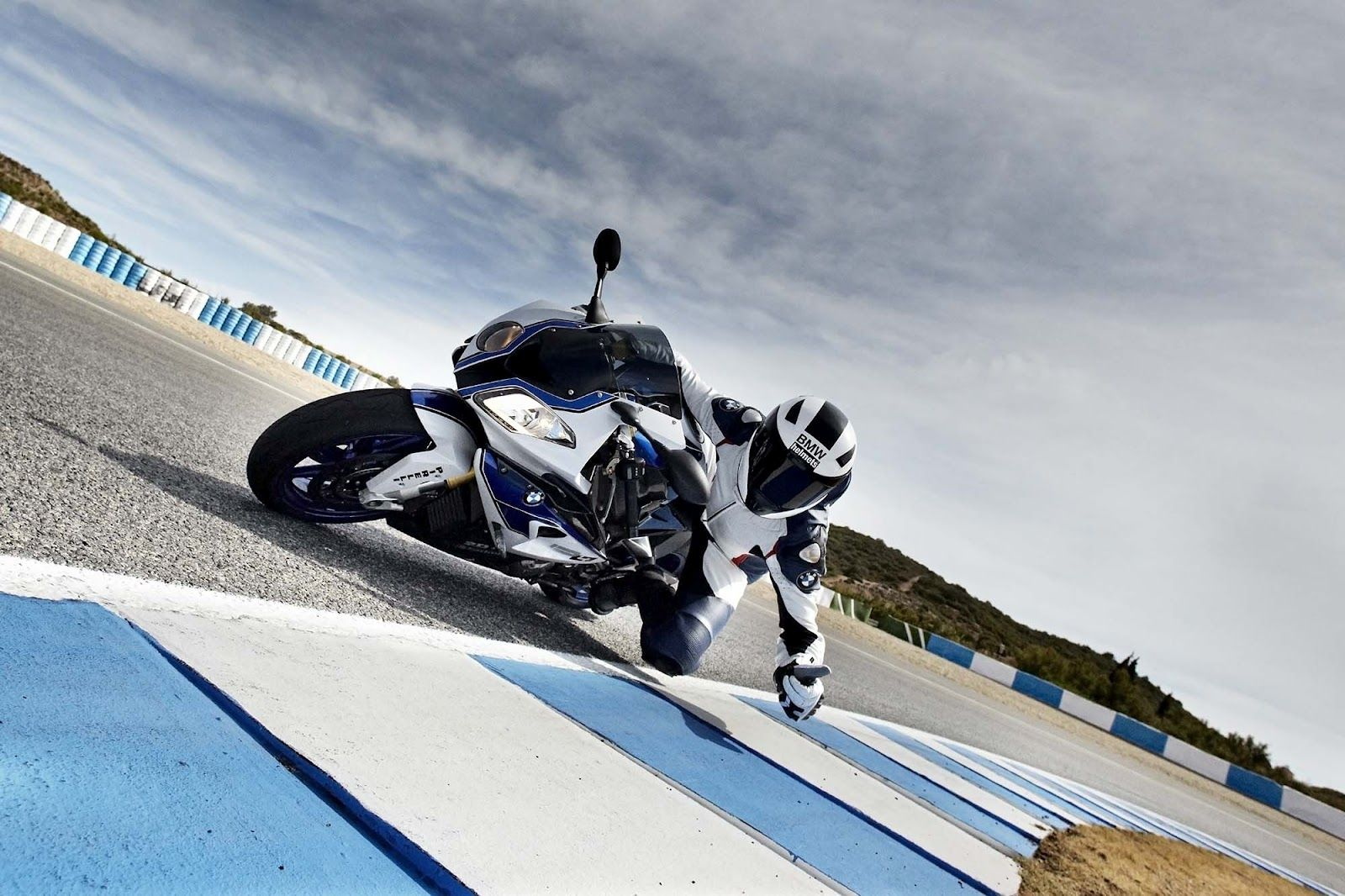 BMW S1000RR HP4 Wallpaper