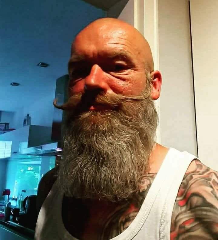 Mustache Glatze Vollbarträger Bart Baldwithbeard Bartundgalatze