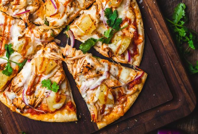 Przepis Na Domowa Pizze Trik Na Genialne Ciasto Smak Jak Z Najlepszej Wloskiej Pizzerii Food Vegetable Pizza Good Food
