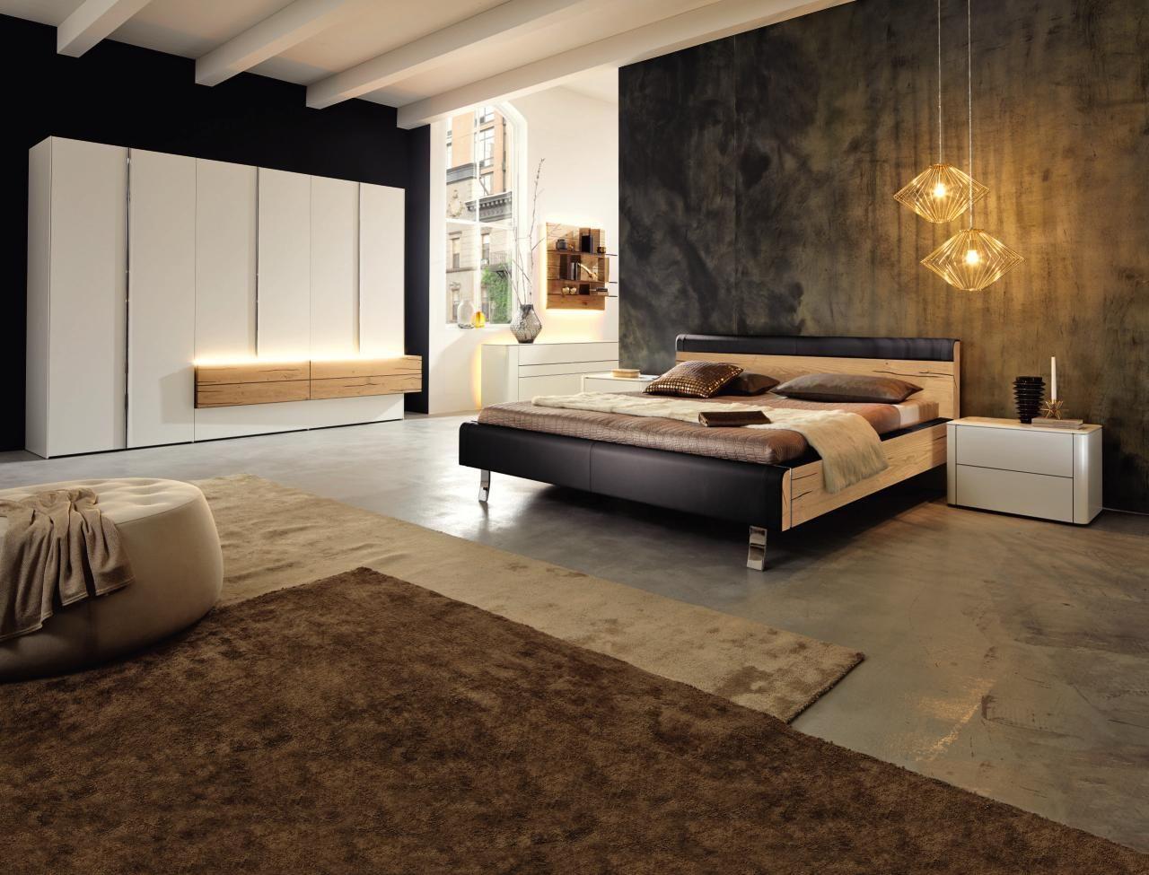 Schlafzimmer von HÜLSTA: geschmackvoll gestaltetes Möbelarrangement ...