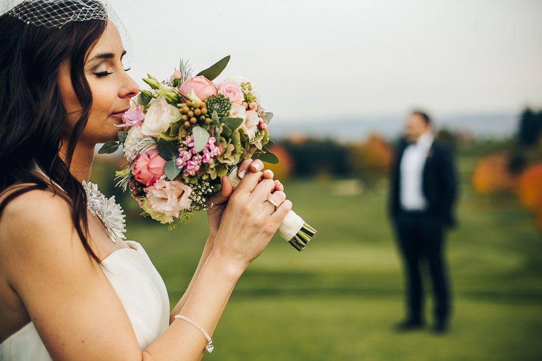 Braut Hochzeit Fotoshooting Inspiration Hochzeitsfotos Hochzeitsfotograf Brautstrauss Hochzeitsfotograf Hochzeitsfotografie Hochzeit