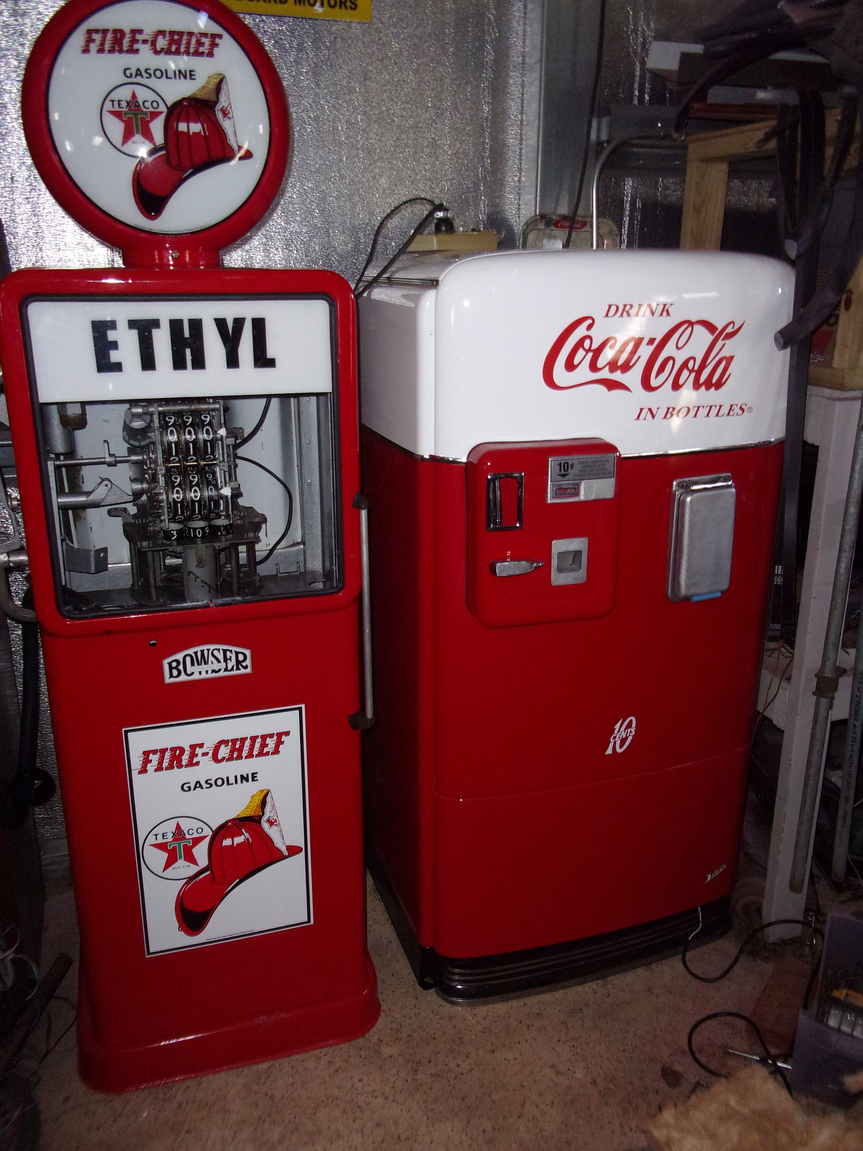 1958 Bowser gas pump (Veeder-Root 56 computer) and GE