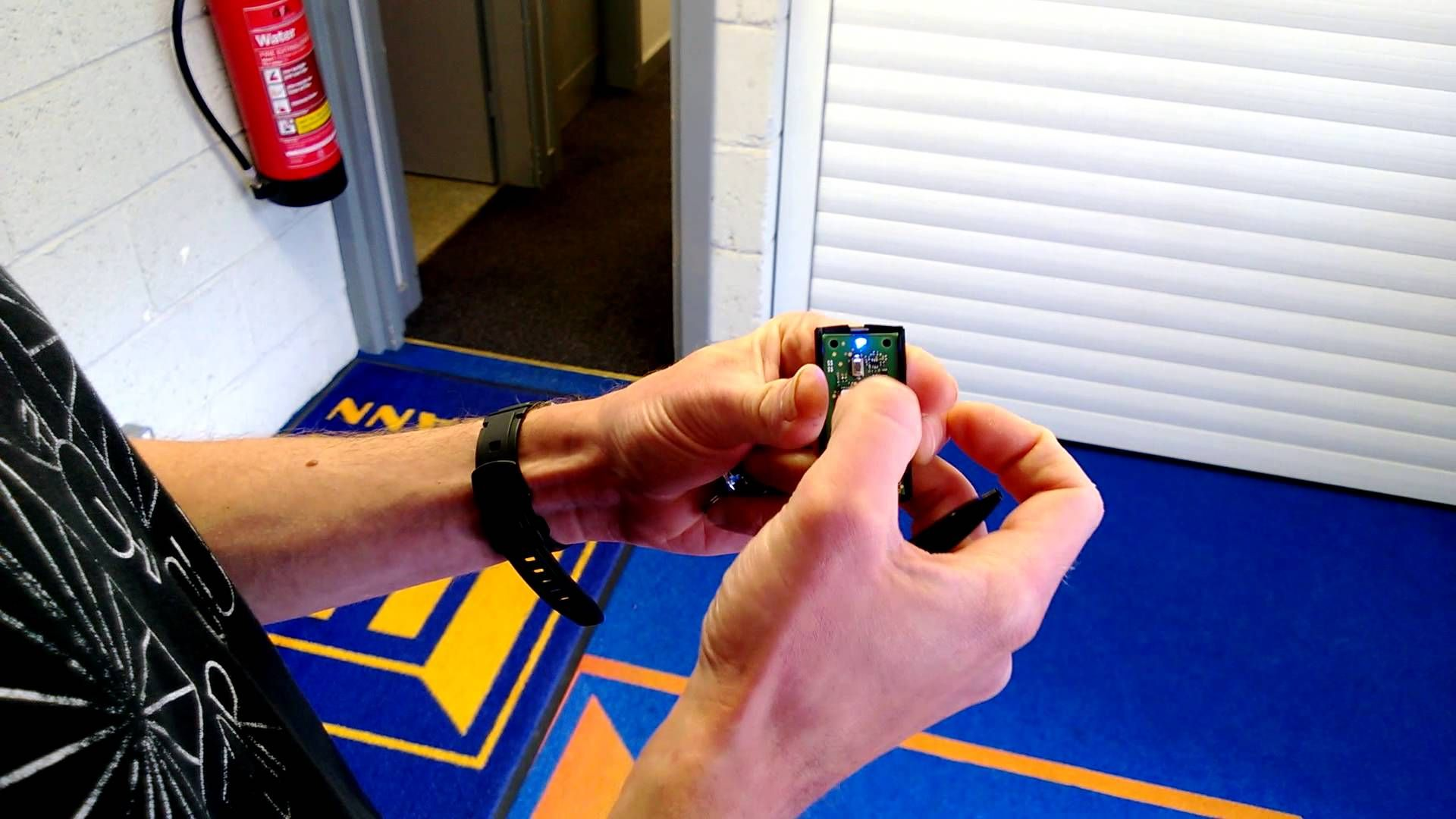 How To Reset A Hormann Bisecur Hand Transmitter Transmitter Hormann Garage Doors Garage Doors