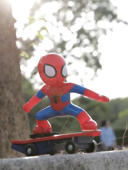 Photo of Spiderman / Iron Man Scooter Elektroauto Stunt Musik führte Light Toys