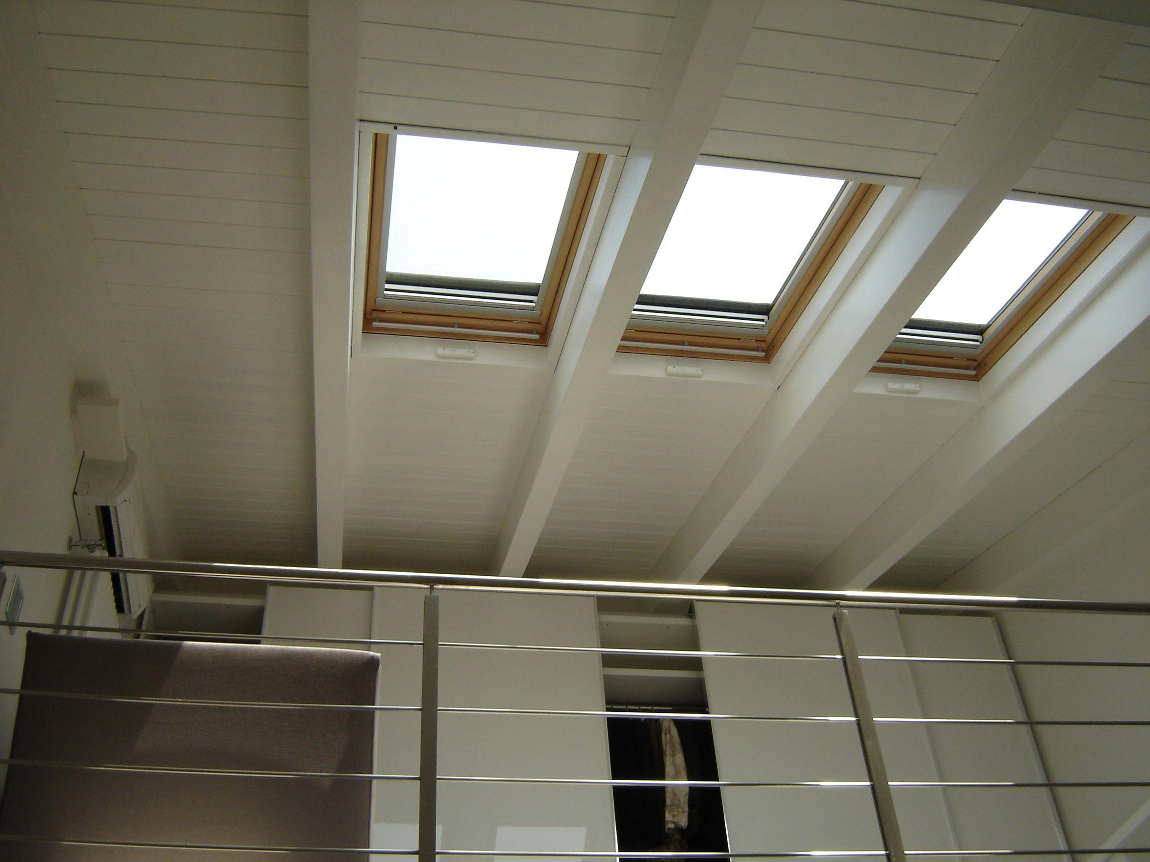 Soffitto In Legno Lamellare : Doppia altezza suite con soffitto il legno lamellare tinteggiato e