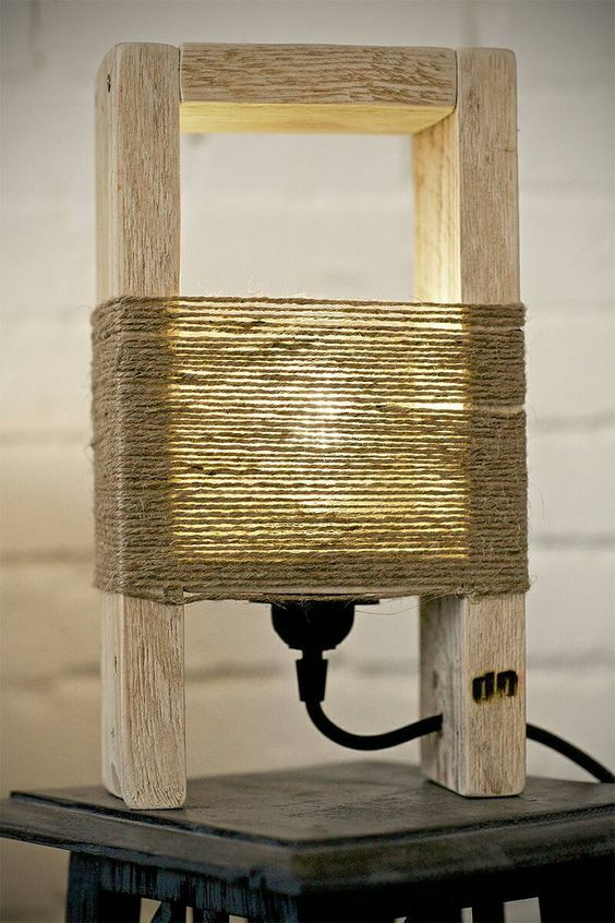 Cute Wood Table Lamp Made With A Pallet Diy Lighting