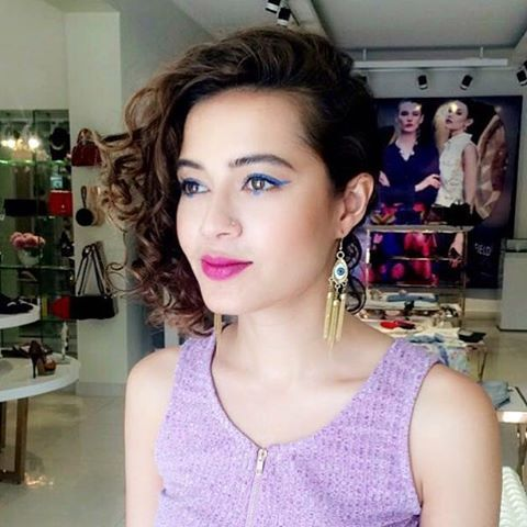 Side Swept Short Curly Hairstyle Side Swept Hairstyles Pinterest