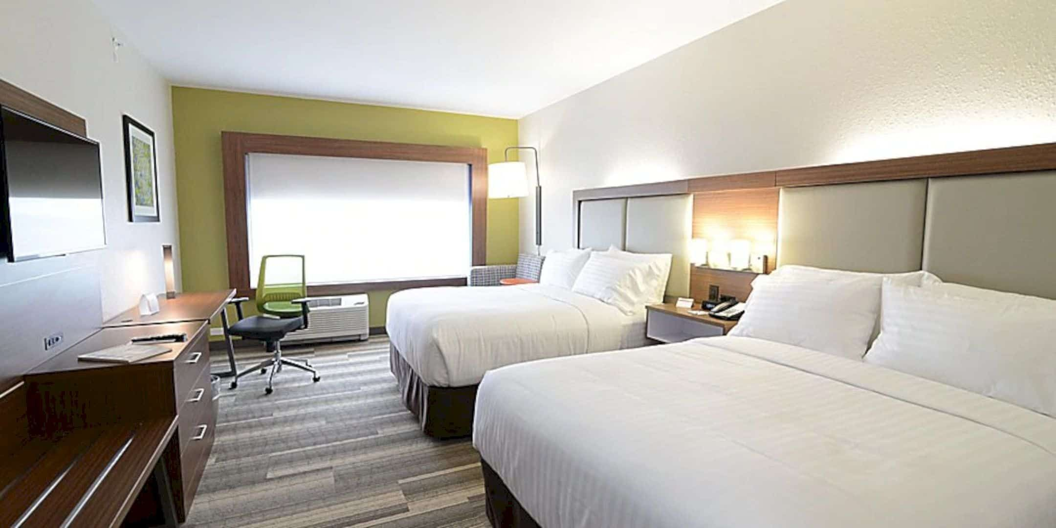 Holiday Inn Express Suites Chicago North Shore Niles A New Hotel With Contemporary Rooms In Chicago Contemporary Room Lounge Design Lounge Areas