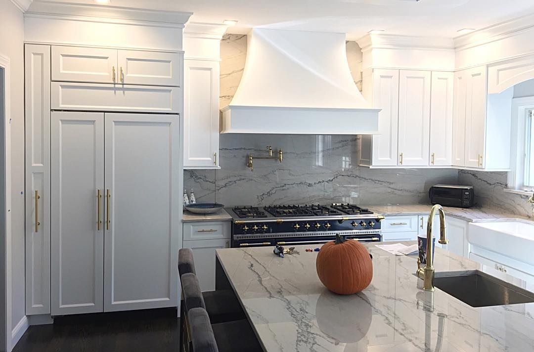 C J Lee On Instagram We Ve Been Very Excited To Post Pictures Of This Spectacular Kitchen We Designed Still Some Kitchen Remodel Kitchen Fabuwood Cabinets