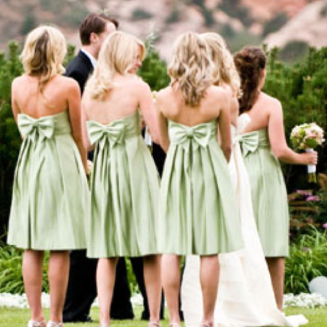 Bow back bridesmaid dresses!