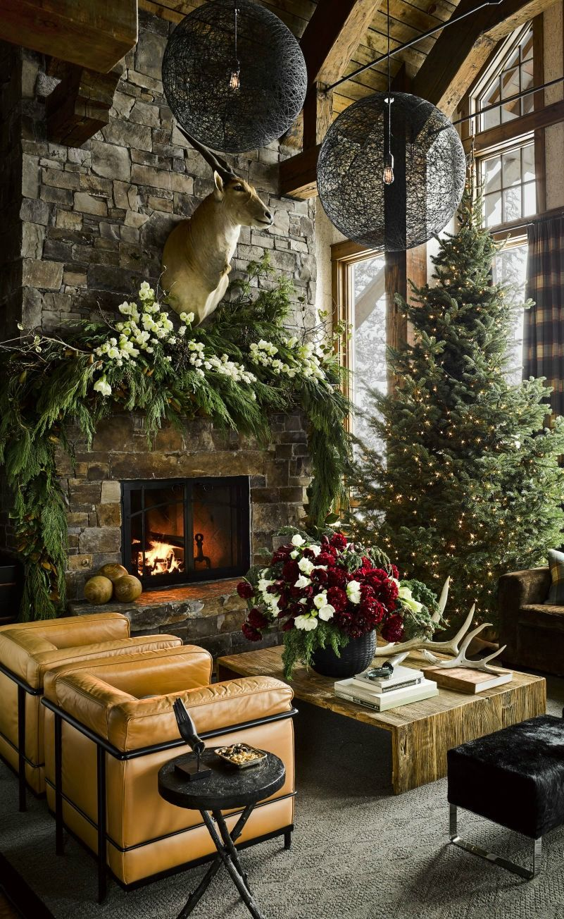 7 rustic elegant french farmhouse dining ideas holidays - Pictures of homes decorated for christmas on the inside ...