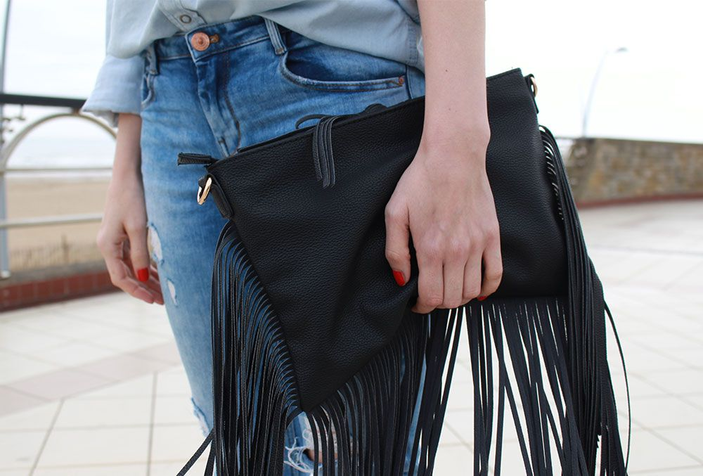 How to wear double denim, I've paired it with black sandals and a fringe bag #fashion #streetstyle
