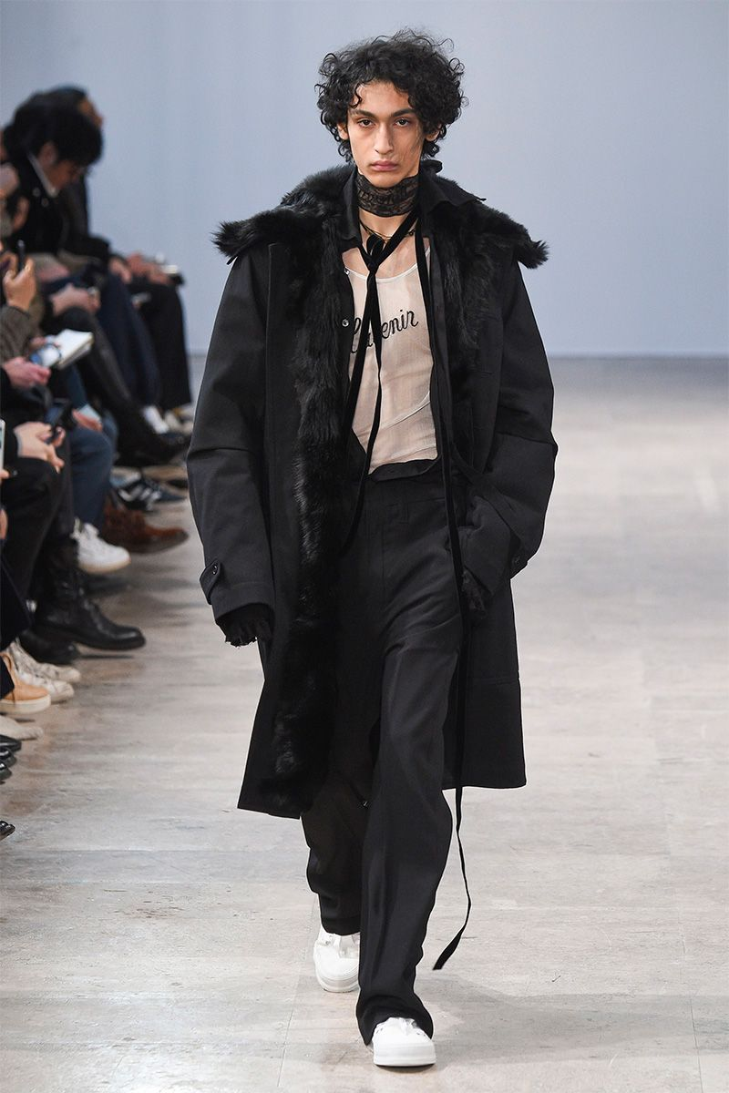 Ann Demeulemeester presented its Fall/Winter 2017 collection during Paris Fashion Week.