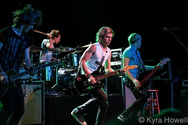 R5 the most awesomest band ever =)