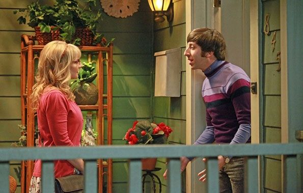 The set for Howard's mother's house was used on Everybody Loves Raymond in 1996. Bernadette (Melissa Rauch) & Howard Wolowitz (Simon Helberg) - The Big Bang Theory (2007-Present)