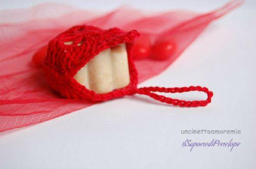 Bomboniera laurea- Linea Crochet & Soap: sacchettino e sapone mignon