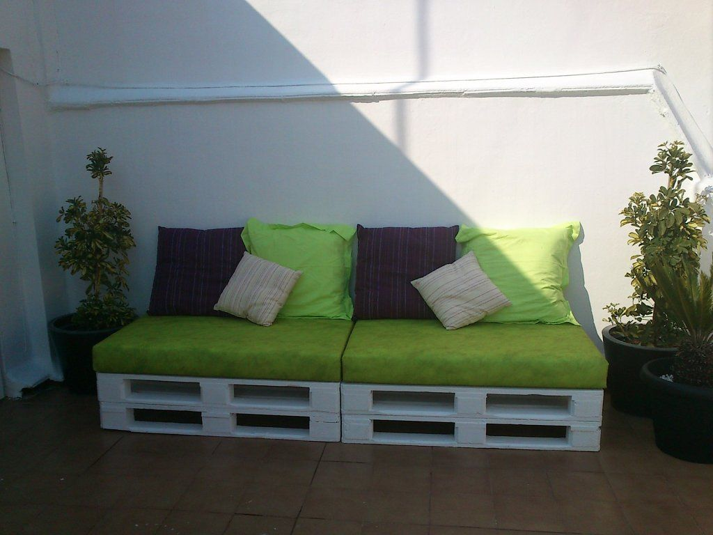 Un elegante y econ mico rinc n chill out con tablas de - Muebles chill out baratos ...
