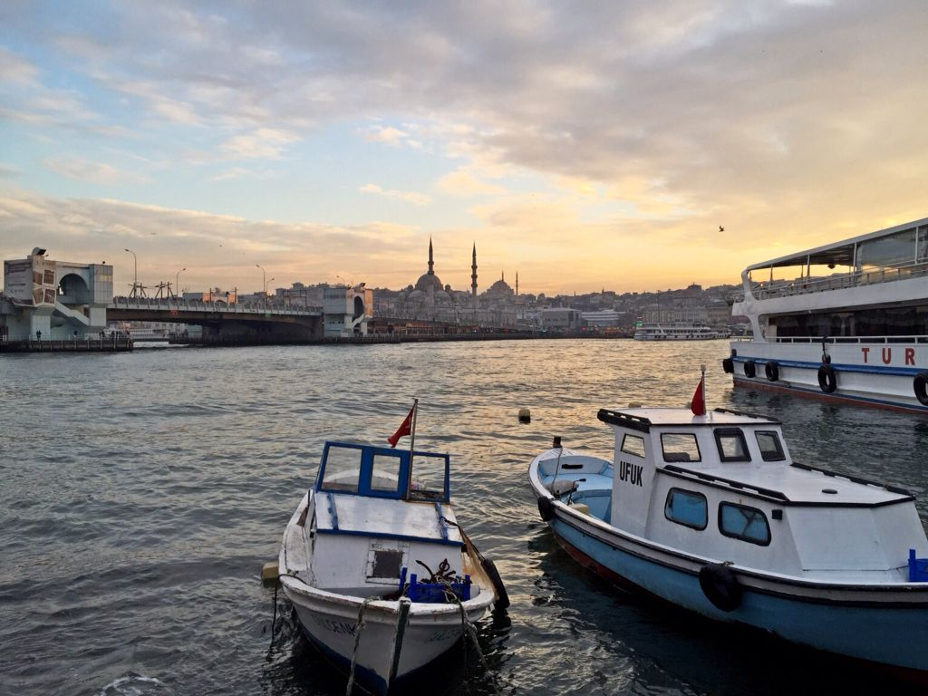 Seaside sunset at istanbul. Courtesy of my bestfriend Fikrian Wahyu Hidayat #turkey #sunset #holiday #istanbul