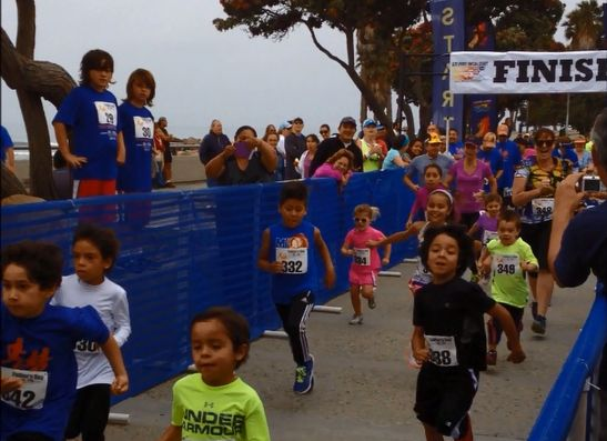 The start of the Father's Day 5K/10K's 1K Fun Run in Ventura. These kids have a lot of spirit! Here's video of the start: http://youtu.be/c3kK5NVXn3g