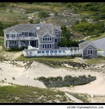 Celebrities Homes In The Hamptons Howard Stern Hamptons House He