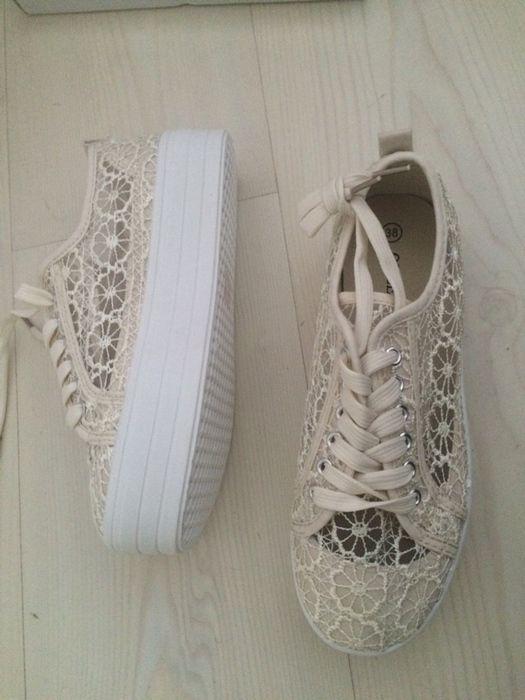 23c4d1683a7b9 Chaussures compensées en dentelle - vinted.fr   Journal de mod3useuh ...