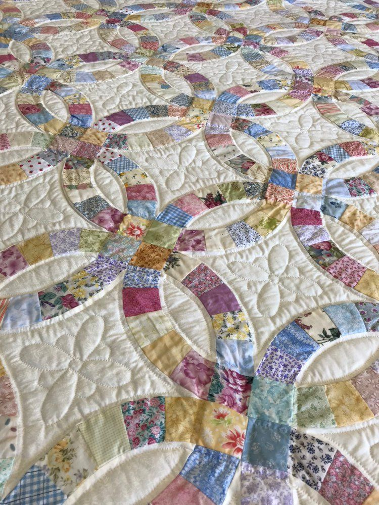 Double Wedding Ring King Size Hand Quilted By Amish Quilters Floral By Almasueshop On Etsy Wedding Ring Quilt Vintage Quilts Patterns Crazy Quilts